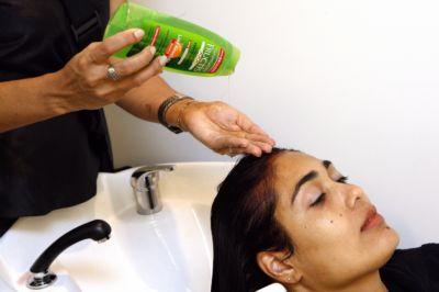 como-lavar-os-cabelos